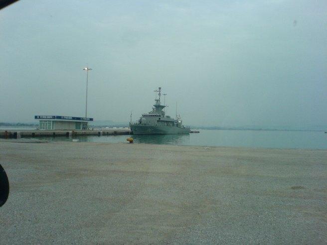 """Η πυραυλάκατος """"Ρούσσεν"""" δεμένη στο λιμάνι Κατακόλου"""